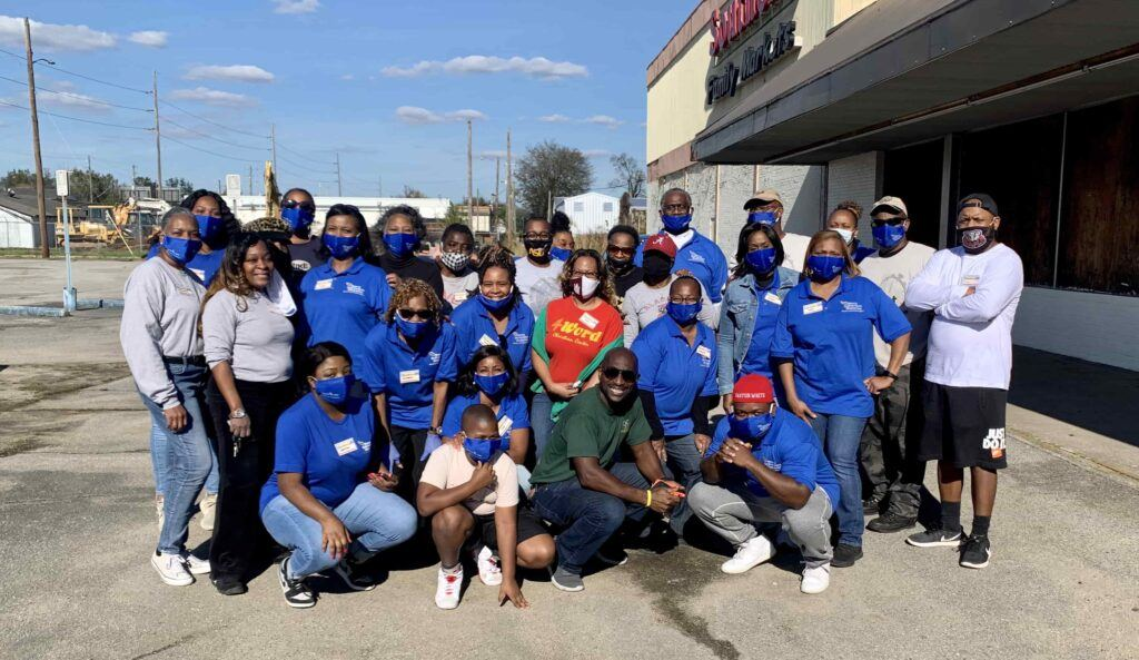 Volunteers at Farmers to Family Ensley